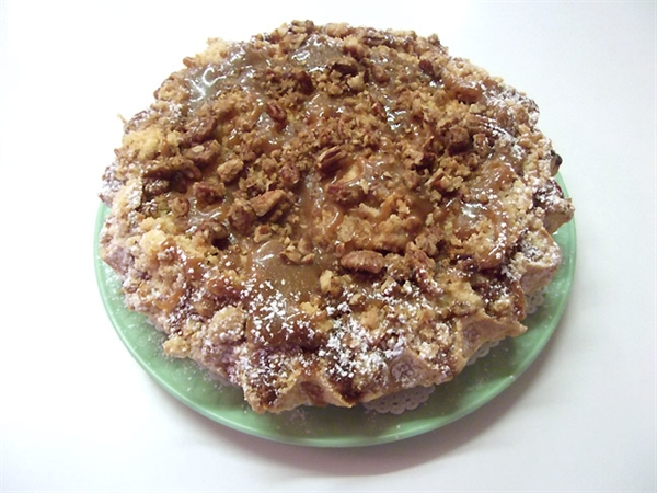 Treat of the Week - Laura's Sticky Toffee Pudding Caramel Apple Pie