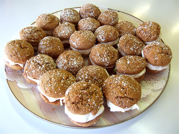 Treat of the Week - Pretty Pumpkin Whoopie Pies